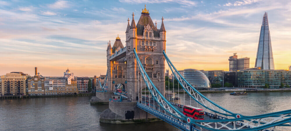 Image of the Tower Bridge in London at sunset